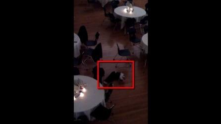 Bambino ruba la scena agli sposi con questo ballo scatenato