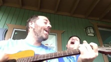 Canta per la mamma che combatte contro l'Alzheimer