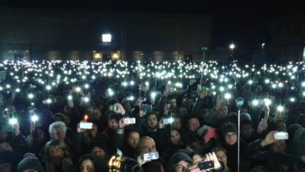 """Pino Daniele, 100mila persone cantano """"Napule è"""" in piazza del Plebiscito"""