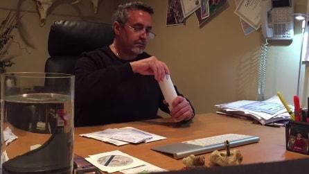 Papà apre la posta di suo figlio senza permesso, non si sarebbe mai aspettato di trovare questo