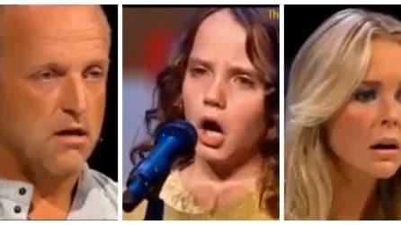 Questa bambina inizia a cantare e lascia tutti senza parole