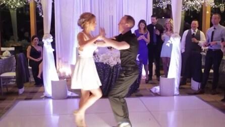 Sposi ballano sulle note di Dirty Dancing ed ecco cosa fanno gli invitati