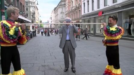 """""""Vuoi fare il limbo in pubblico?"""", lo scherzo tutto da ridere architettato in Norvegia"""