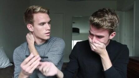 Gemelli rivelano al padre di essere entrambi gay, la reazione del padre li lascia senza parole