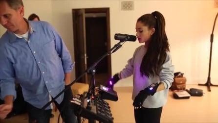 Ariana Grande alle prese con Mi.Mu, i guanti per creare musica