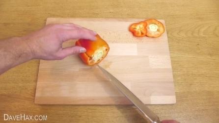 Pulire e tagliare un peperone: come farlo nel modo giusto