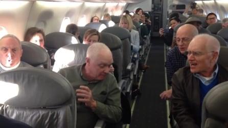 Danno spettacolo a bordo di un aereo: la performance è d'applausi