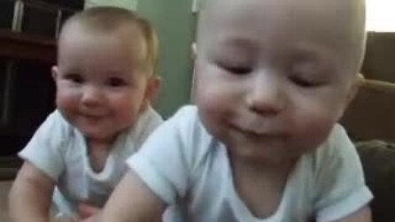 """I gemellini """"attaccano"""" il papà"""
