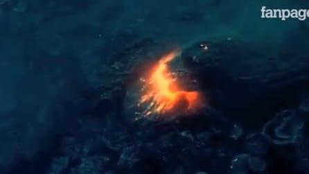L'eruzione del vulcano sott'acqua dà vita a nuove isole