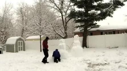 Trascorre la giornata a fare un pupazzo di neve con la persona che ama e poi la sorpresa finale