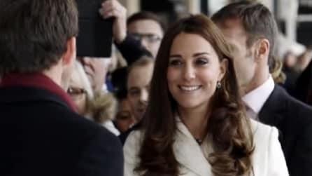 Kate Middleton abbronzata e sorridente dopo la vacanza ai Caraibi