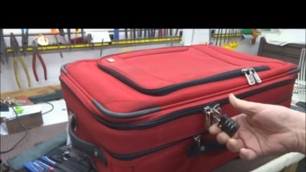 Nemmeno un lucchetto proteggerà i vostri bagagli: ecco come riescono ad aprirli ugualmente