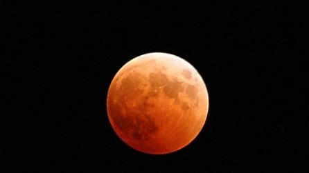 """Cosa si nasconde sul """"lato oscuro della Luna""""? Lo svela la NASA"""