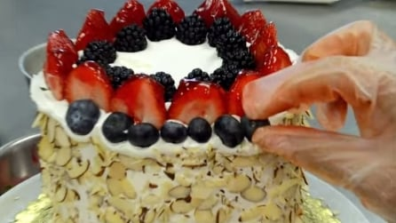 Sembra una torta normale, quando la taglierete a fette non crederete ai vostri occhi
