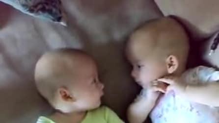 Il discorso profondo di due gemelli, cosa avranno da dirsi?
