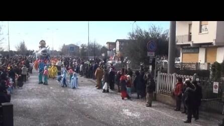 8 carnevale di Calusco d'dadda del 22 2 2015 sfilata carri 7° video