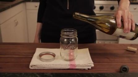 Versa il vino in un vasetto di vetro. Il motivo? Vi sbalordirà