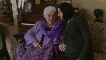 In arrivo un nuovo nipote, quello che fa questa 98enne ti lascerà senza parole