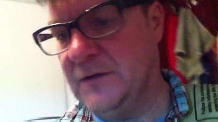 Il papà che prova l'esperienza della gravidanza con una pancia finta