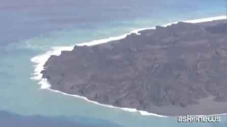 L'isola vulcanica a sud di Tokyo si ingrandisce, allarme tsunami