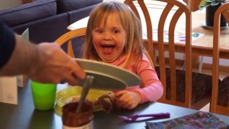 Prepeara la colazione alla figlia che resta stupefatta