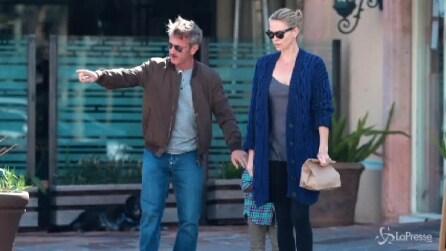 Charlize Theron e Sean Penn e il piccolo Jackson: una passeggiata in famiglia