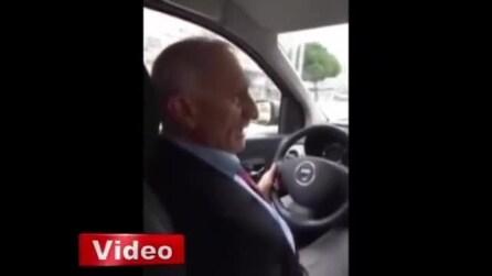 Il tassista turco poliglotta: conosce perfettamente inglese, italiano, francese e tedesco