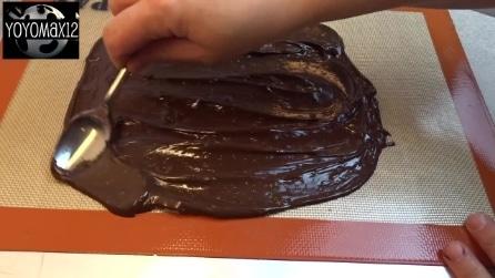 Spalma la cioccolata sul foglio. Il motivo? Una ricetta gustosissima