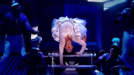 """La """"donna ragno"""" che stupisce tutti: la regina dei contorsionisti"""
