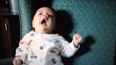 Ecco cosa succede quando un bambino di pochi mesi starnutisce