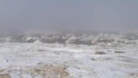 Cape Cod, le rigide temperature ghiacciano il mare