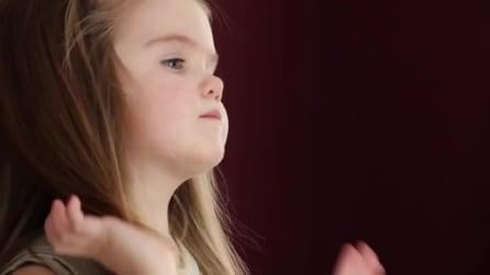 Emily, la bimba di 3 anni che dona i suoi capelli ai malati di cancro