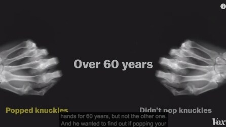 """""""Scrocchia"""" le dita di una sola mano per 60 anni ed ecco cosa scopre"""