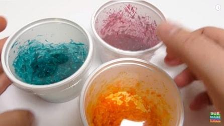 Mette del colorante nel riso ed ecco cosa realizza