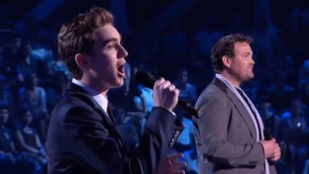 Iniziano a cantare e la loro performance è da brividi