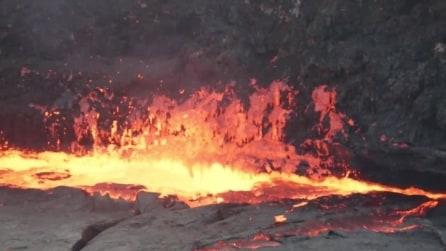 Un lago di lava permanente, il grande spettacolo della natura del vulcano Erta Ale