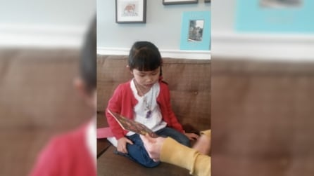 Mamma annuncia che sta per arrivare una sorellina, la reazione della bambina si commenta da sola