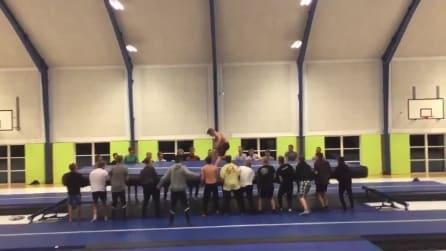 Un quadruplo salto mortale da brividi