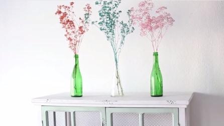 Con dei fiori secchi e una bomboletta spray realizza qualcosa di originale
