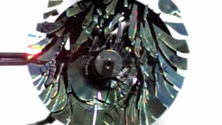 Cosa avviene quando esplode un cd? Le immagini in slow motion