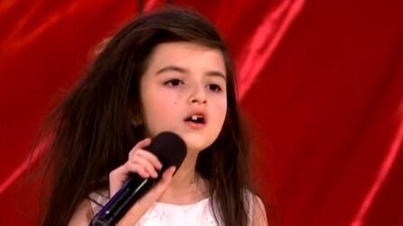 Ha solo sette anni ma quando la sentirete cantare non vi sembrerà vero