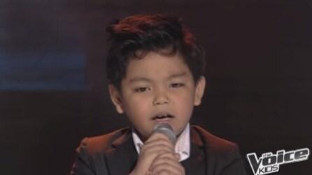 Non appena questo bambino inizierà a cantare non crederete alle vostre orecchie