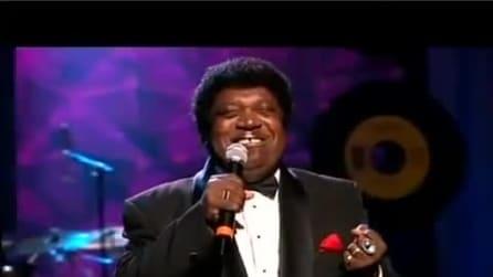 "Percy Sledge canta ""When A Man Loves A Woman"""