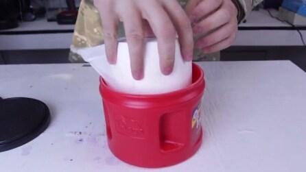 Mette il rotolo di carta igienica in questo contenitore di plastica e quello che crea vi sorprenderà