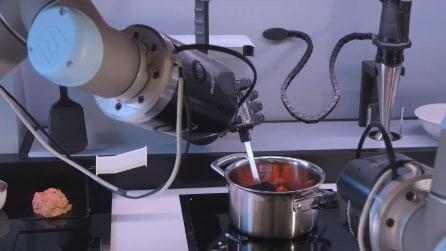 Il robot-chef che cucina fino a 2000 piatti diversi