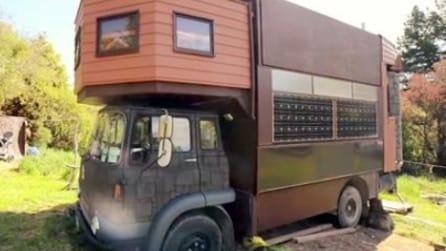È un semplice camion, ma guardate cosa 'nasconde' all'interno
