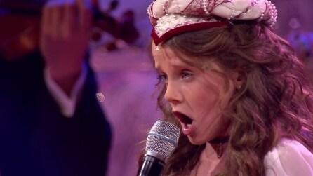 Ha 9 anni e non appena inizia a cantare nessuno riesce a trattenere le lacrime