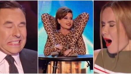 """Vestita da leopardo, si contorce tanto da far quasi """"svenire"""" i giudici. Impressionante"""
