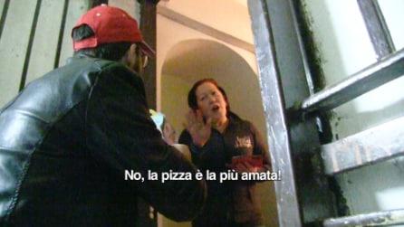 Ordina la PIZZA e gli portano un HAPPY MEAL (Candid Camera)