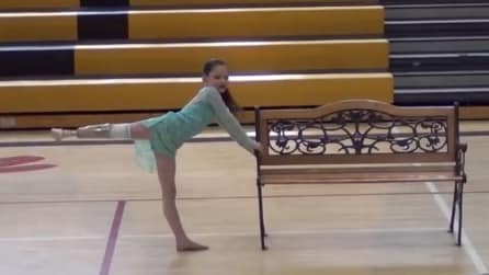 Ha 7 anni ed ha perso un piede. Danza e quello che fa alla fine dell'esibizione lascia tutti senza fiato